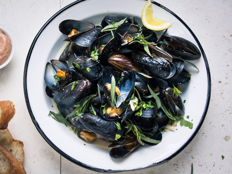 Mussels with Pale Ale and Spicy Aïoli
