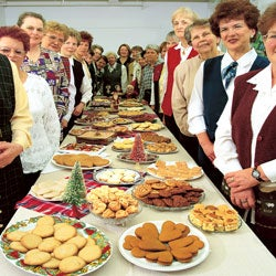 The Christmas-Cookie Bakers of La Beauce