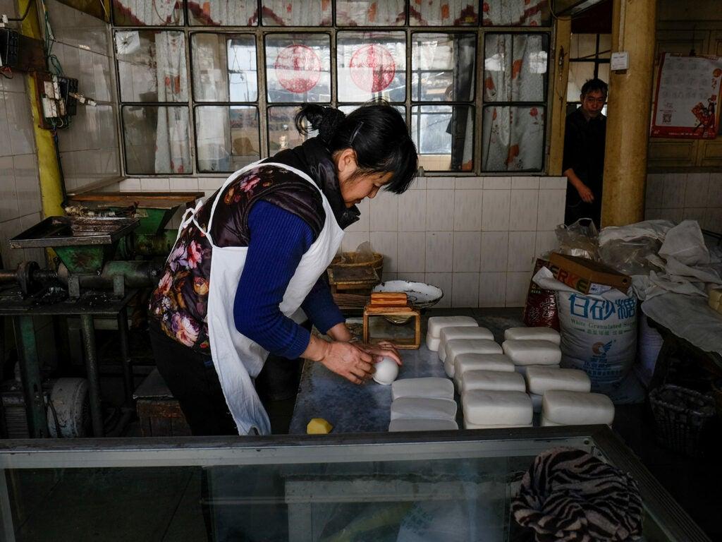 worker in an erkuai factory