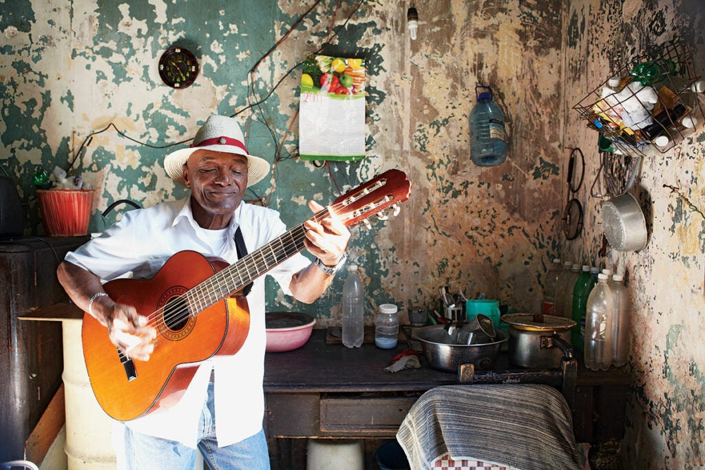 httpswww.saveur.comsitessaveur.comfilesimport2013images2013-027-SAV154-Gallery-Havana-Kitchens-3-1200×800.jpg