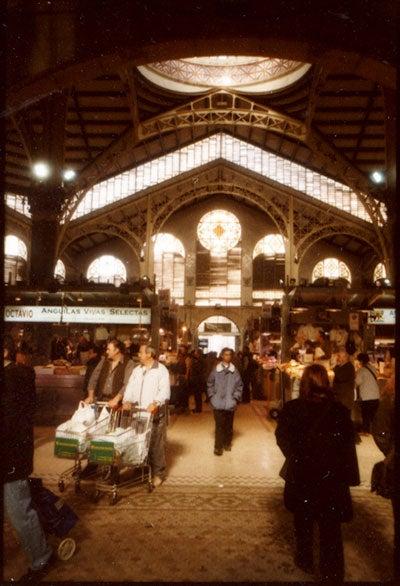 httpswww.saveur.comsitessaveur.comfilesimport2010images2010-127-SV85-Valencia-Market-Interior-400.jpg