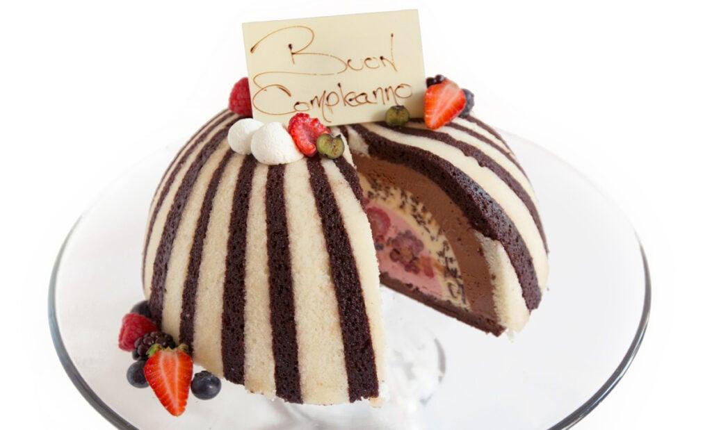 httpswww.saveur.comsitessaveur.comfilesimport20142014-07gallery_birthday-cake-richard-capizzi_lincoln_1200x800.jpg