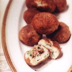 Papas Rellenas de Picadillo (Meat-Stuffed Potato Croquettes)