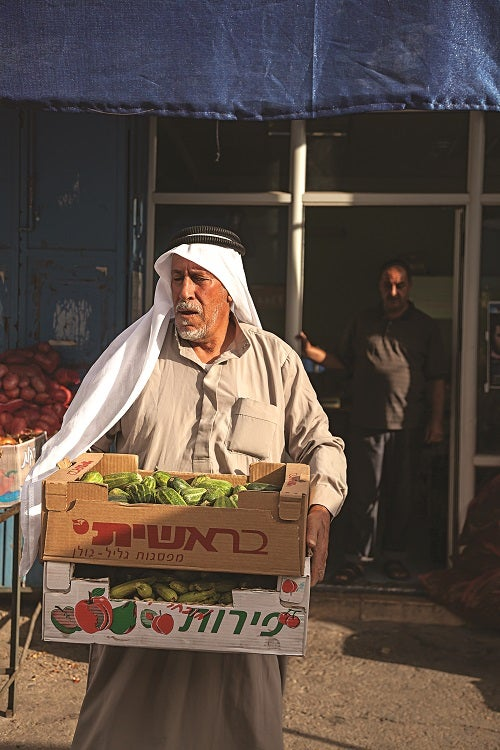 slideshow-scenes-from-palestine-man-with-produce-500x750