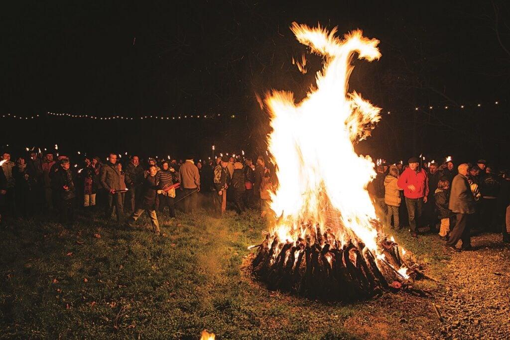 feature-first-night-bonfire-1200x800