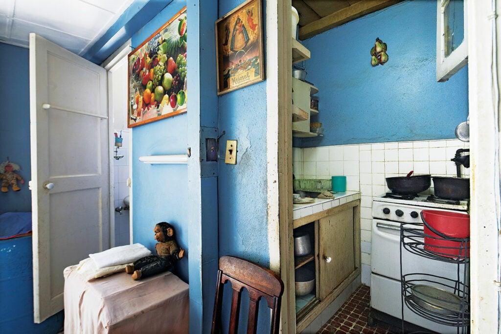 httpswww.saveur.comsitessaveur.comfilesimport2013images2013-027-SAV154-Gallery-Havana-Kitchen-5-1200×800.jpg