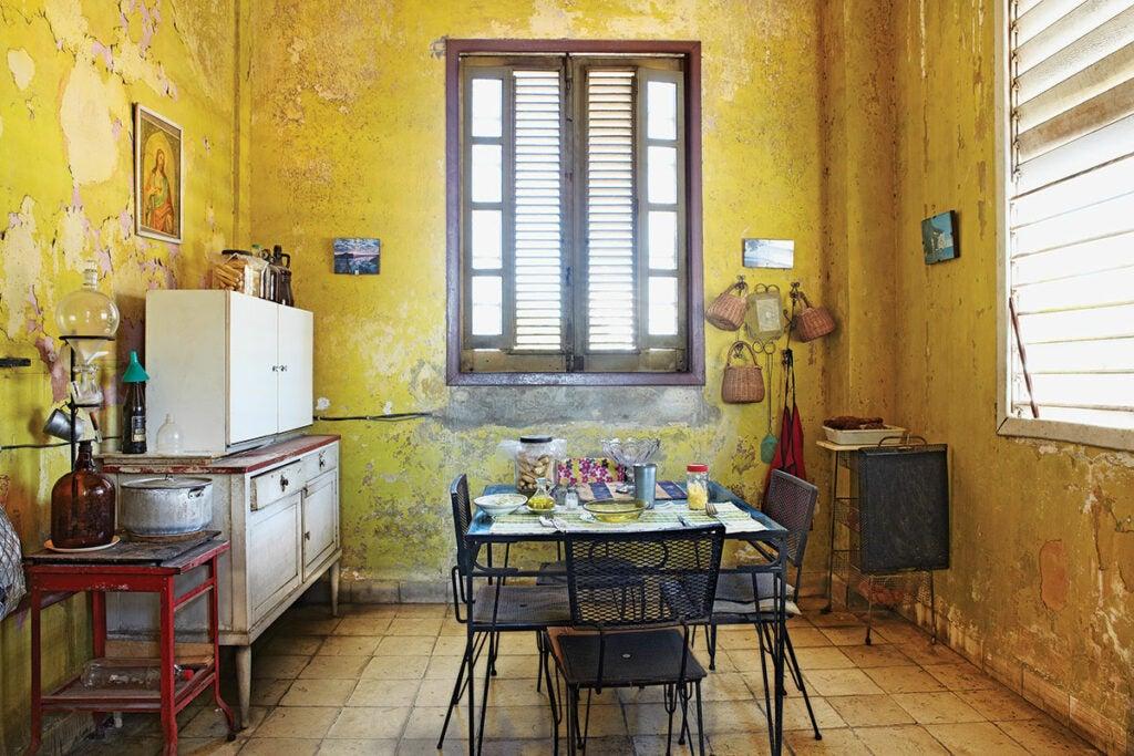 httpswww.saveur.comsitessaveur.comfilesimport2013images2013-027-SAV154-Gallery-Havana-Kitchen-4-1200×800.jpg