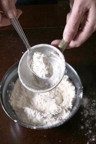 httpswww.saveur.comsitessaveur.comfilesimport2009images2009-02118-measuring-flour480.jpg