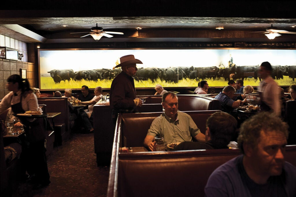 httpswww.saveur.comsitessaveur.comfilesimport2013images2013-077-oklahoma_cattlemens-steakhouse-interior_1500x1000.jpg