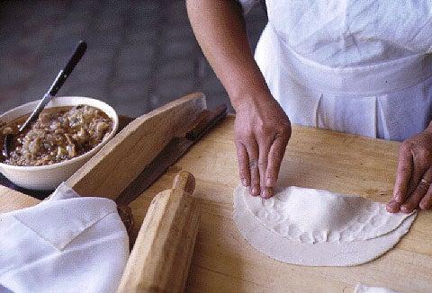 httpswww.saveur.comsitessaveur.comfilesimport2007images2007-1214_empanadas_5.jpg