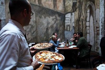 httpswww.saveur.comsitessaveur.comfilesimport2009images2009-1212-brick-oven-pizzas-trat.-zero-otto400.jpg