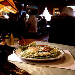 httpswww.saveur.comsitessaveur.comfilesimport2007images2007-02125-44_Caesar_salad_250.jpg