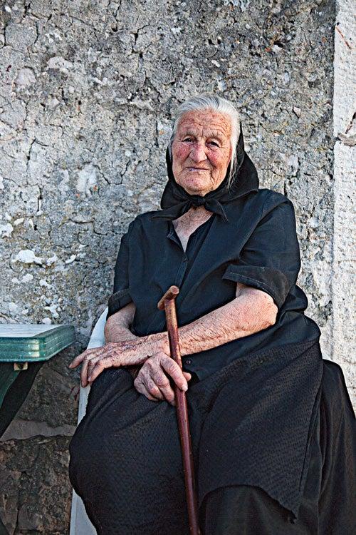 httpswww.saveur.comsitessaveur.comfilesimport20142014-03scenes-from-the-dalamatian-coast-woman-in-murter-500×750-i164.jpg