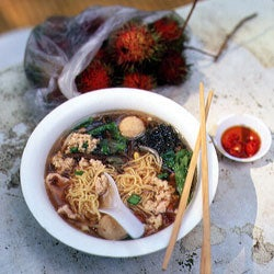 Mee Swa Soup with Ground Pork and Fish Balls