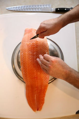 httpswww.saveur.comsitessaveur.comfilesimport2008images2008-05634-112_how_to_filet_a_salmon_5_480.jpg