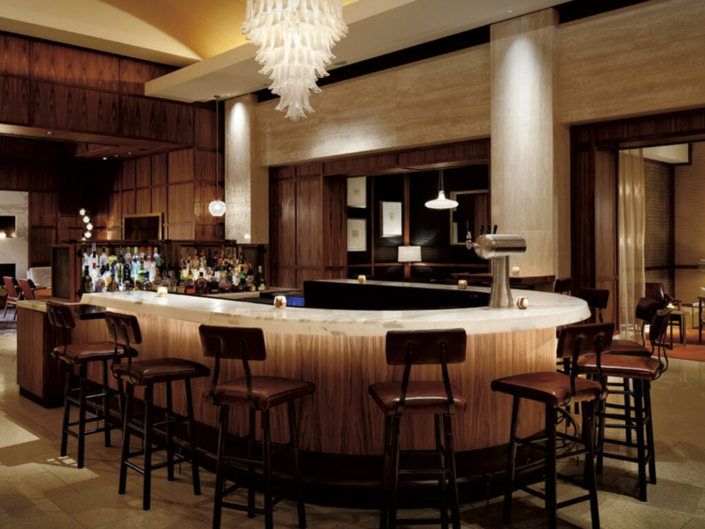 Avery Bar, Martini