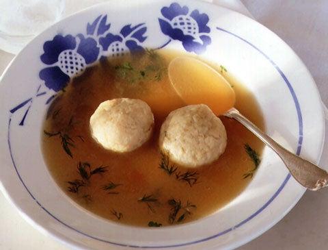 Aunt Gillie's Matzo Ball Soup
