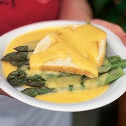 Asparagus on Toast with Cream Sauce