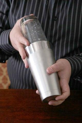httpswww.saveur.comsitessaveur.comfilesimport2009images2009-01634-117_bartender_tricks-shake_480.jpg