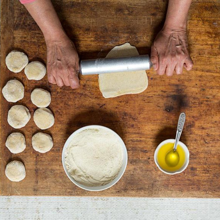 httpswww.saveur.comsitessaveur.comfilesimport20142014-08gallery_india-how-to-paratha-rolling_750x750.jpg
