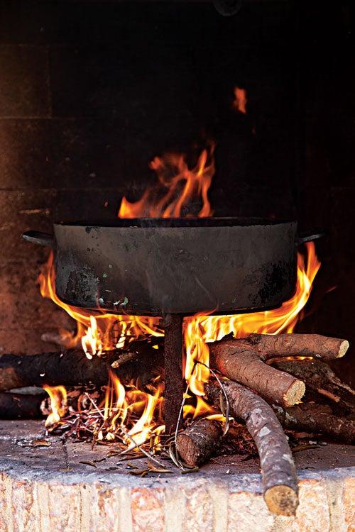 httpswww.saveur.comsitessaveur.comfilesimport20142014-03scenes-from-the-dalamatian-coast-cooking-brodet-500×750-i164.jpg