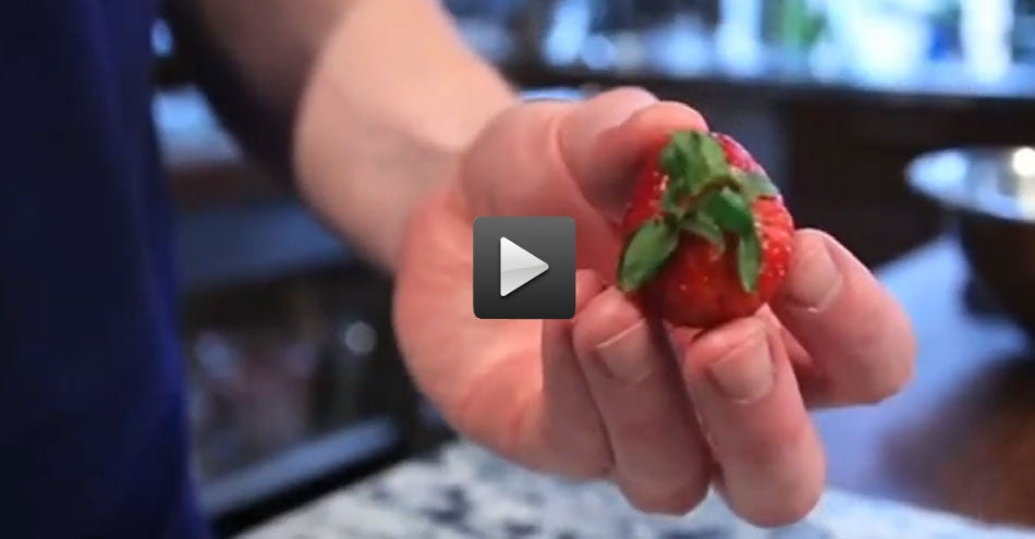httpswww.saveur.comsitessaveur.comfilesimport20142014-05feature_how-to-hull-a-strawberry-video.jpg