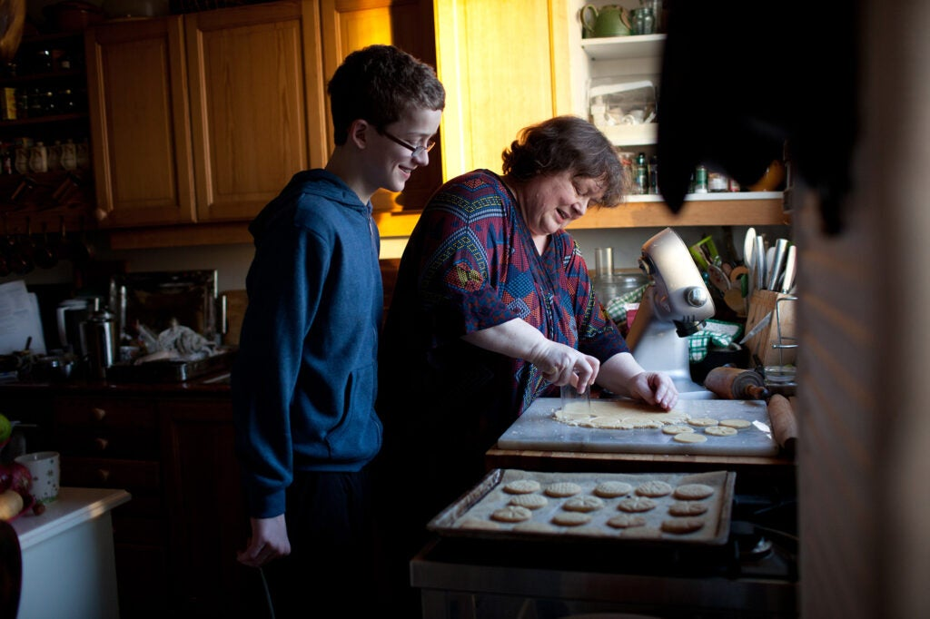 Family prepares cookies for Þorláksmessa