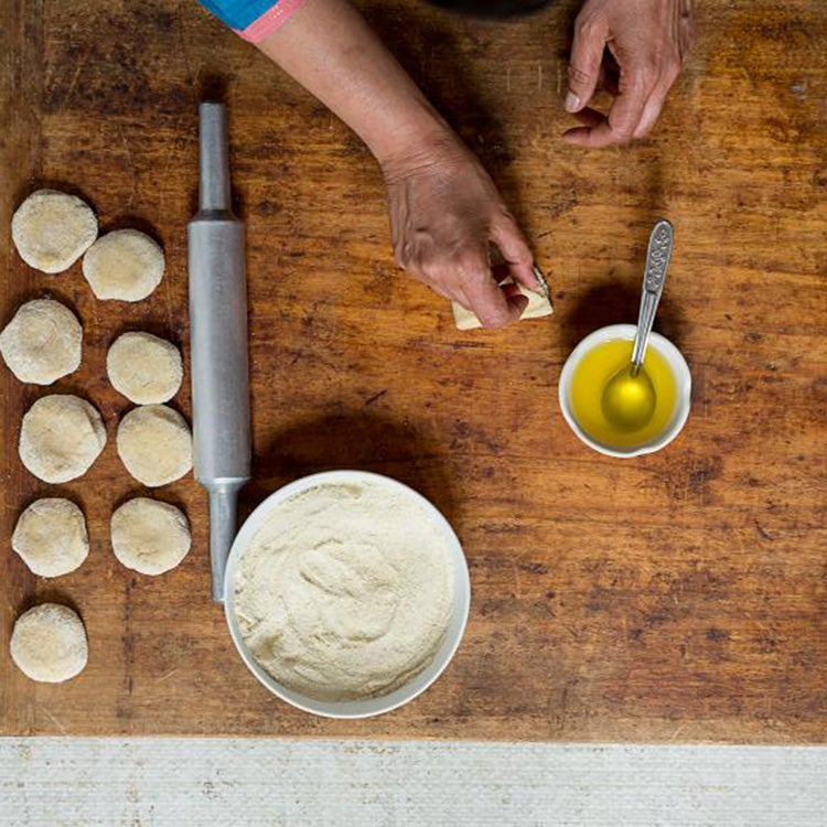 httpswww.saveur.comsitessaveur.comfilesimport20142014-08gallery_india-how-to-paratha-folding_750x750.jpg