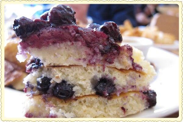 httpswww.saveur.comsitessaveur.comfilesimport2011images2011-017-blueberry-pancakes-600×400.JPG