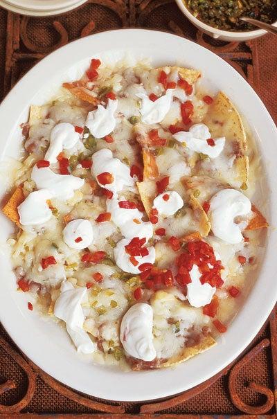 httpswww.saveur.comsitessaveur.comfilesimport2010images2010-0668_sour-cream-nachos400.jpg