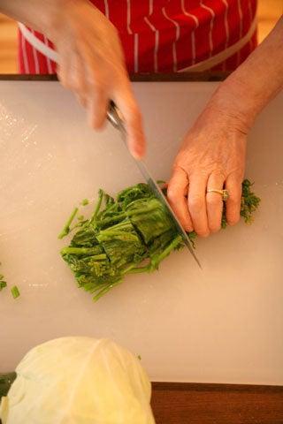 cutting broccoli rabe