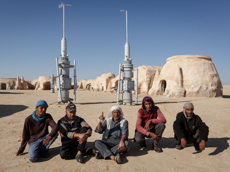 That Time We Stumbled on Some Guys Cooking Lunch on Tatooine