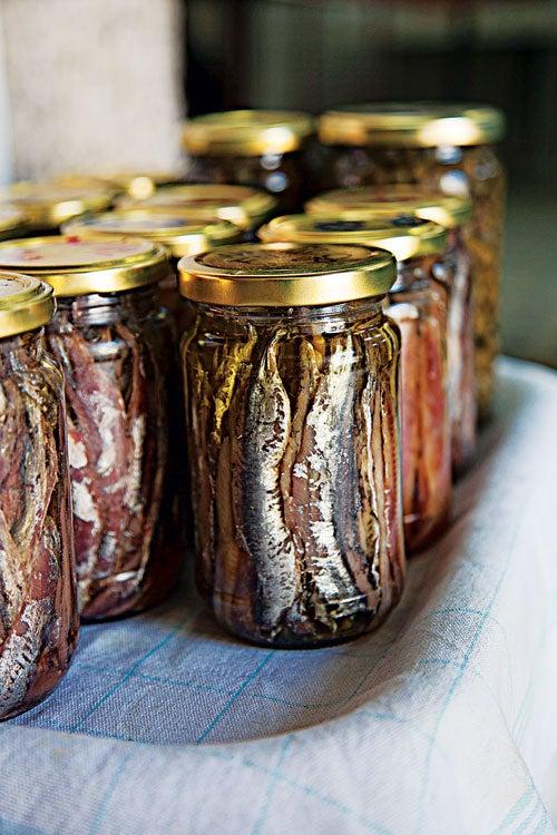 httpswww.saveur.comsitessaveur.comfilesimport20142014-03scenes-from-the-dalamatian-coast-sardines-in-oil-500×750-i164.jpg