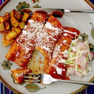 httpswww.saveur.comsitessaveur.comfilesimport2009images2009-06626-121_red_chile_enchiladas_300.jpg