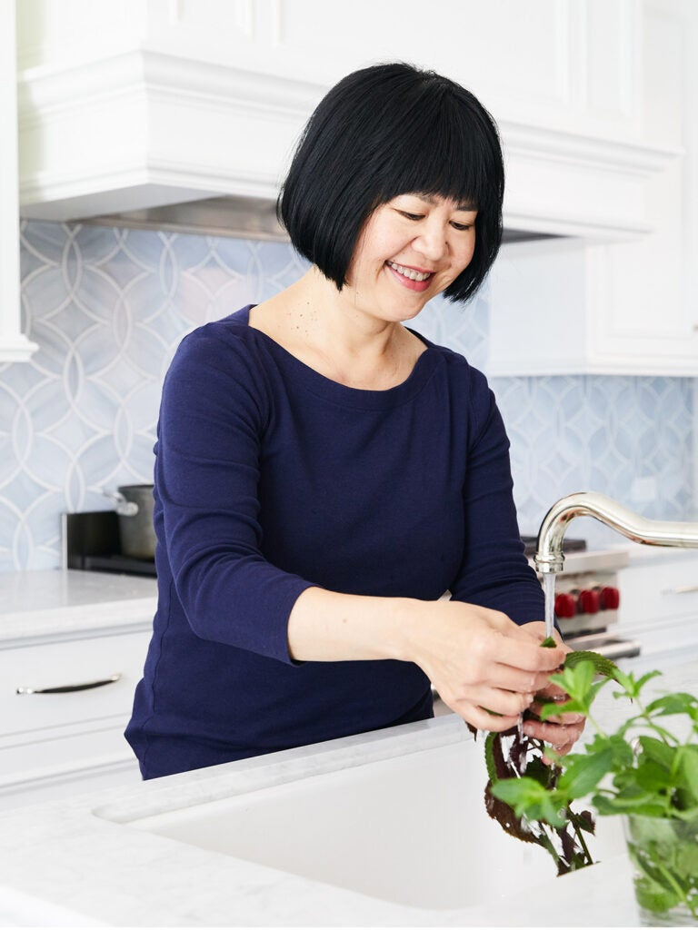 Andrea Nguyen washing greens in the sink