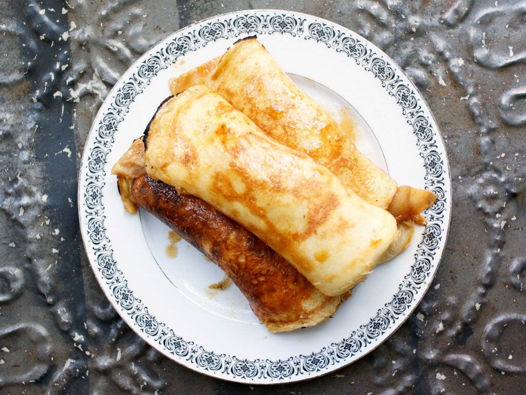 plated apple pancakes