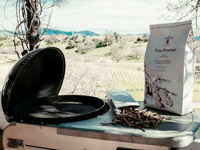VineSmoke Vine Prunings with grill