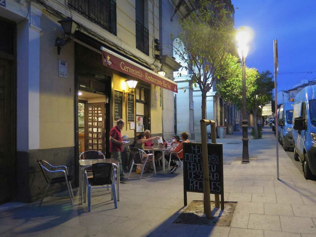The tiny terrace of Cervecería Río Sol