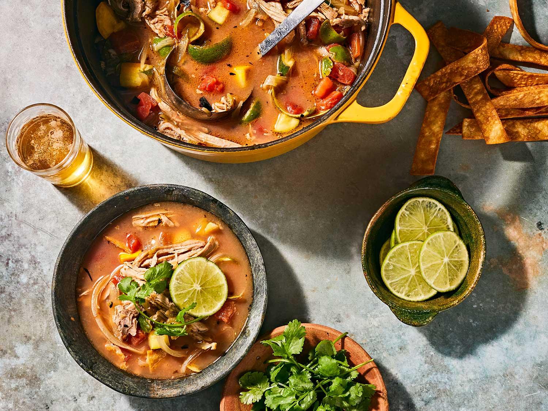 a photo of sopa de lima