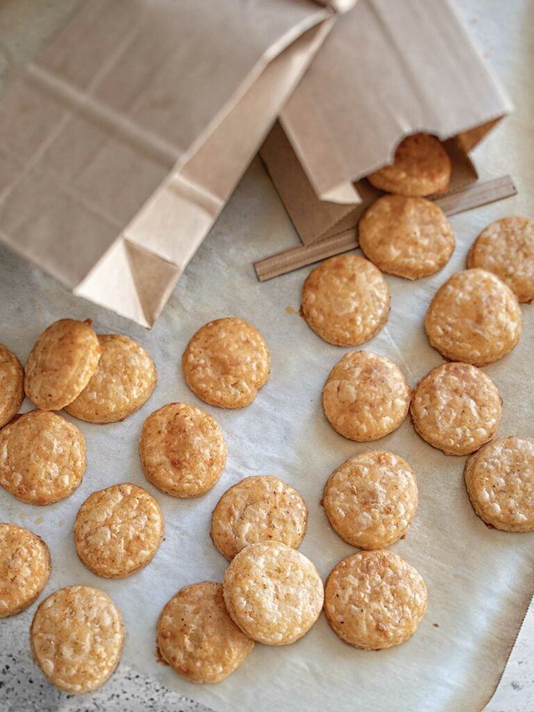 This recipe makes enough to fill two 33⁄8 by 73⁄4-inch tin-tie kraft paper bags ($14.99 for 100; papermart.com). with about 60 crackers each. hold about 60 crackers. Don't worry if that sounds like a lot— giftees will be grateful.