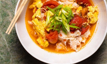 Taiwanese-Style Tomato and Egg Noodles