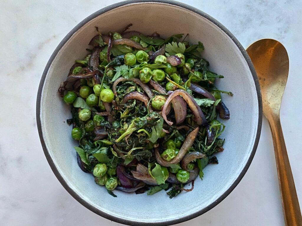 Indian fenugreek leaves and green peas (Bhaji Dana)