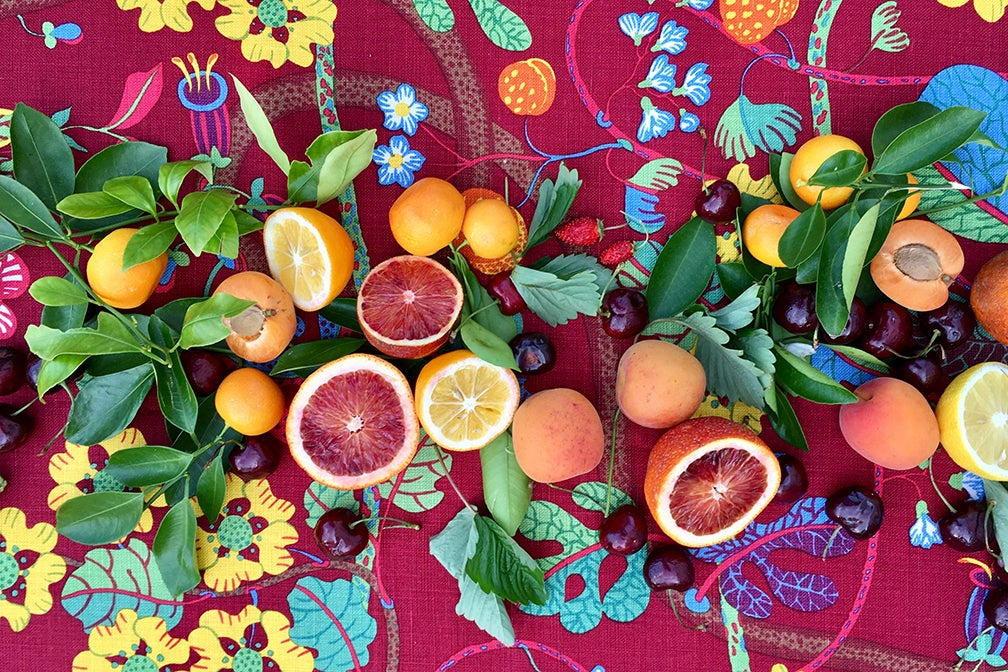 Citrus on a floral tablesetting