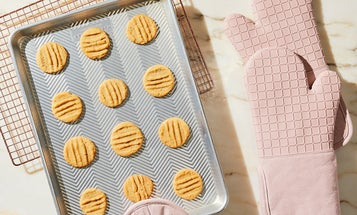 When Things Get Too Hot to Handle, Reach for the Best Oven Mitts and Pot Holders