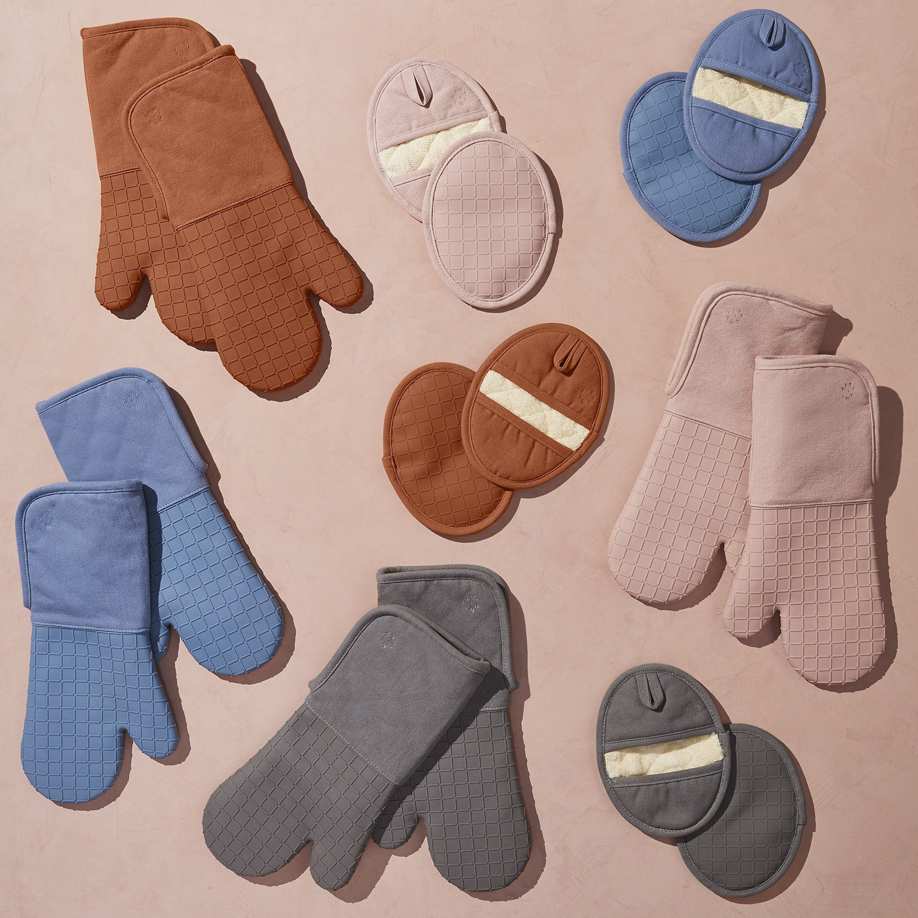 The Best Oven Mitts Option: Five Two Silicone Oven Mitts And Pot Holders