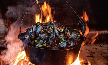 Bacon-Beer Mussels with Fire Toast