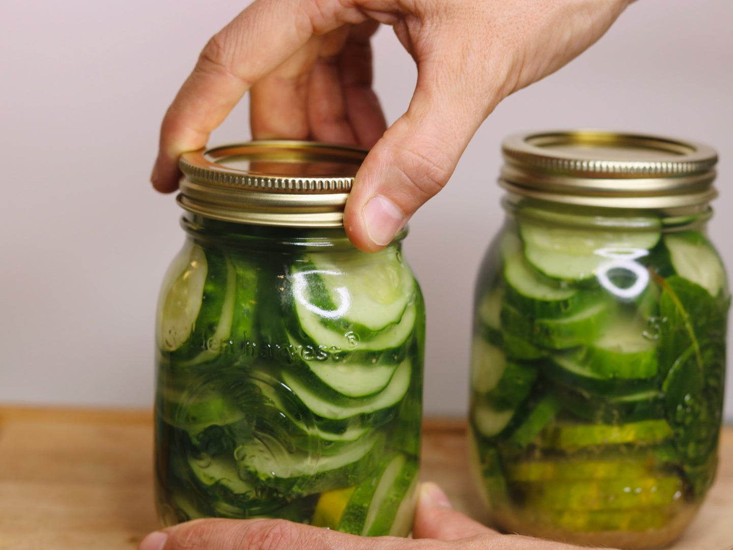 Sealing the lids of canned vegetables